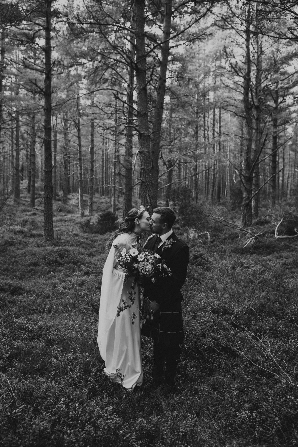 LOCH_GARTEN_DIY_WEDDING_PJ_PHILLIPS_PHOTOGRAPHY_143.jpg