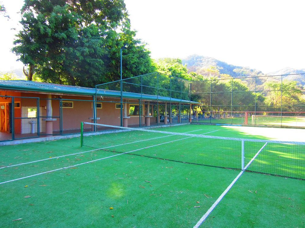 komp-FincaAustria_tennis_court-2.JPG