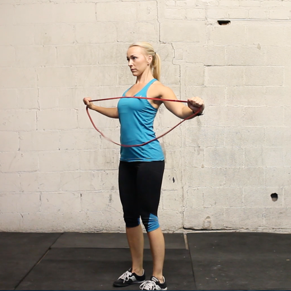 Warm up superset: band pullapart + lunge