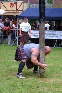 Ed steadies the caber.