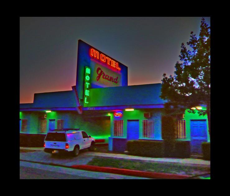 motel-1-739x630.jpg