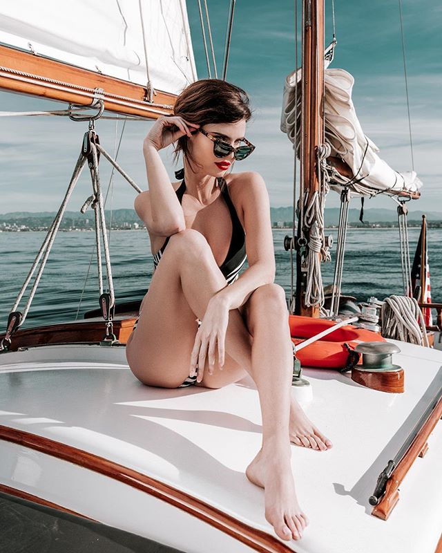 Julia Lescova ✨ for @elegantmagazine  Creative Team:  Photo | @rex.shooter Stylist | @thepolaroidstylist  Make-up | @mua.susie Bikini | @revolve . . . .