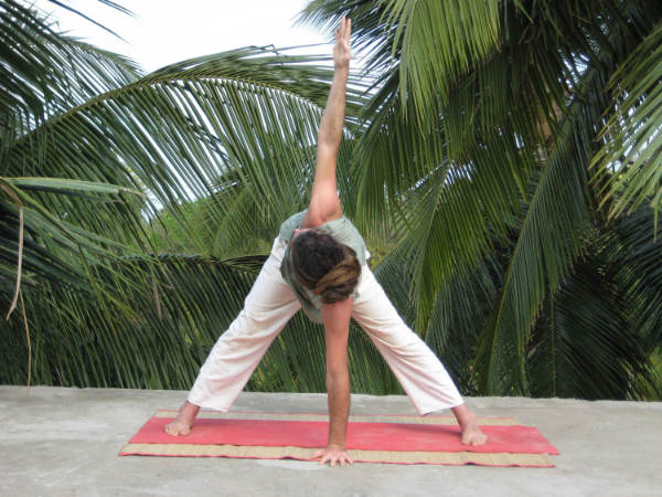 Upa   Trik  o  ṇ  āsa (Standing Triangle)