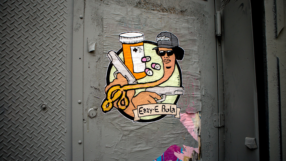Eazy E bola. Chinatown, NYC.