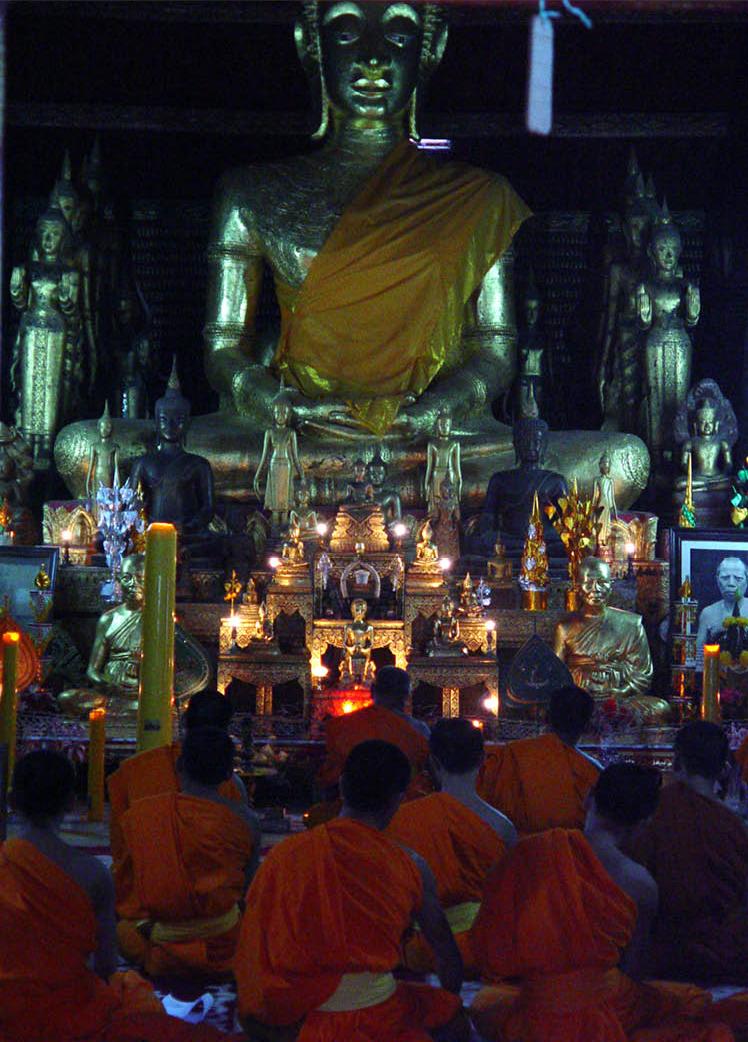 ©_eatnologist_b_Lao_Thaification_Laofication_Green papaya salad_tham mak hoong_Luang_Prabang_monks.jpg