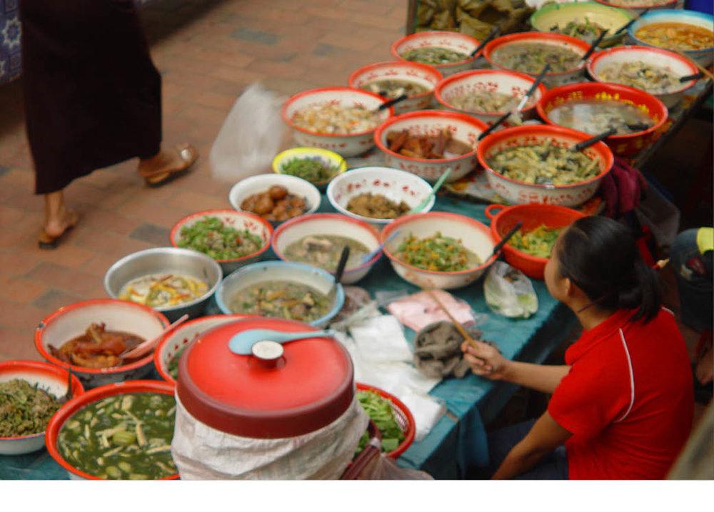 Lao_Thaification_Laofication_Green papaya salad_tham mak hoong_Luang_Prabang26.jpg