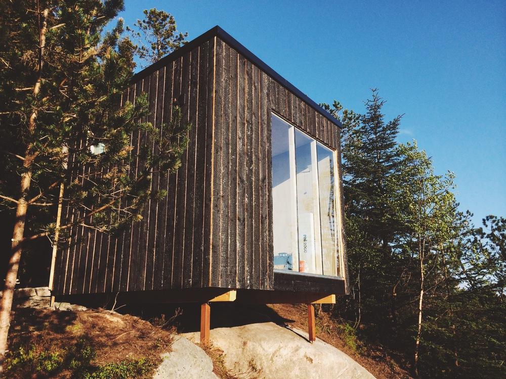 Framsiden av hytten begynner å ta form. Foto: Tore Sandvik Monsen