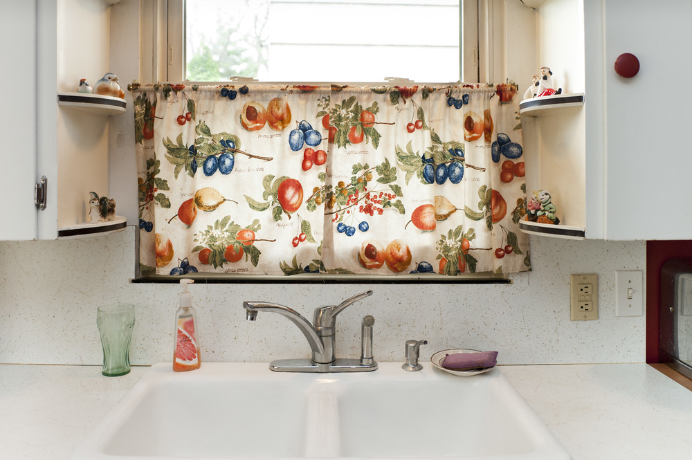 26_%22Untitled%22 (Kitchen Curtains with Fruit), 2012.jpg