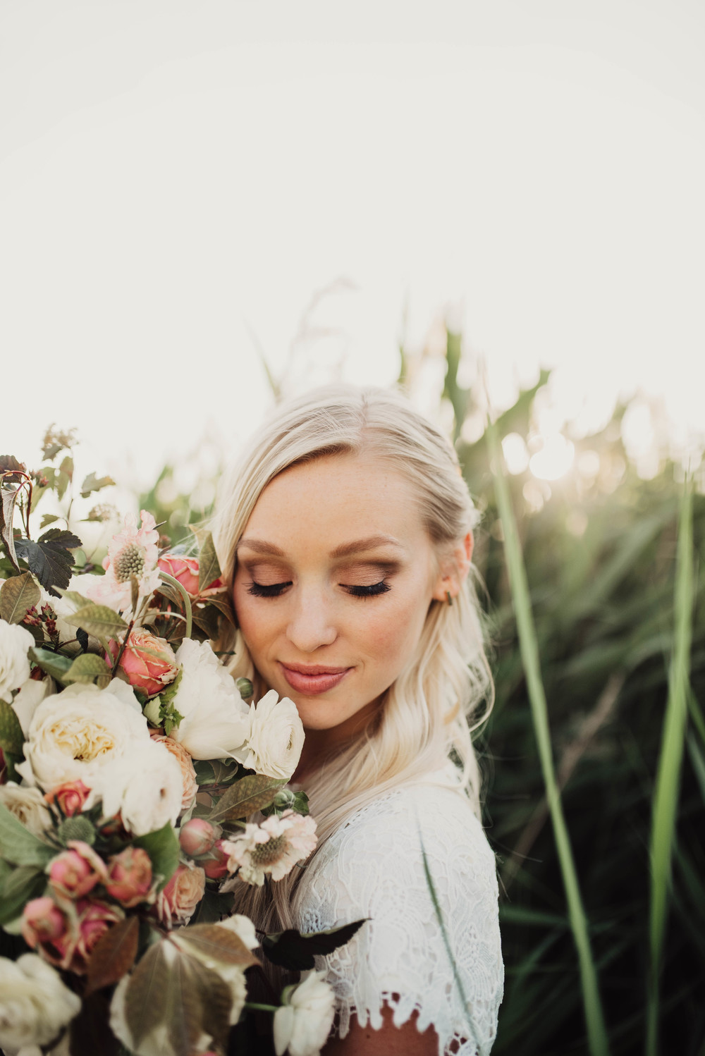 Large neutral bouquet, Ari and Ris floral
