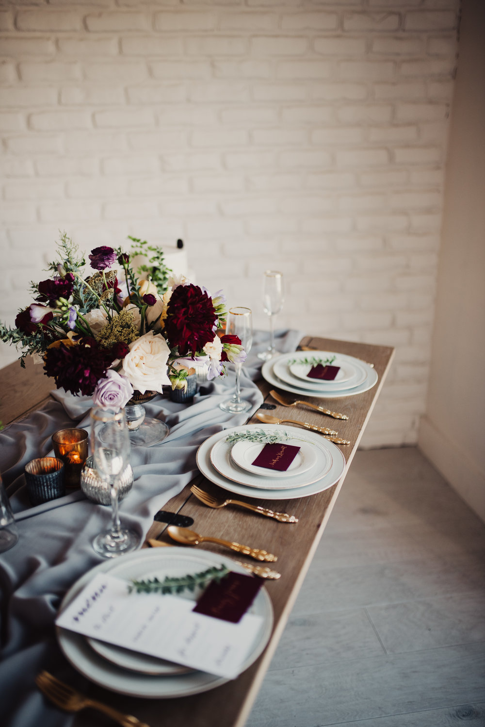 fall-colors-moody-wedding-tablescape.jpg