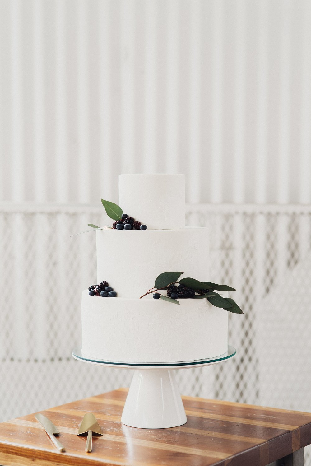 White Simplistic Wedding Cake