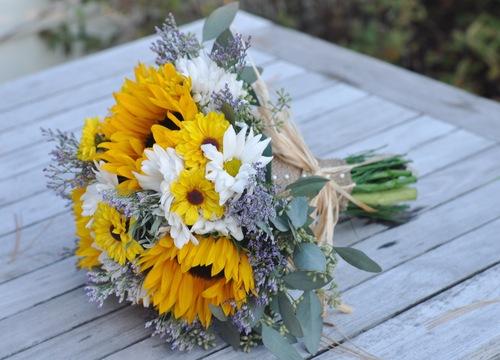 Yellow wedding flowers hollys wedding flowers yellow wedding flowers mightylinksfo