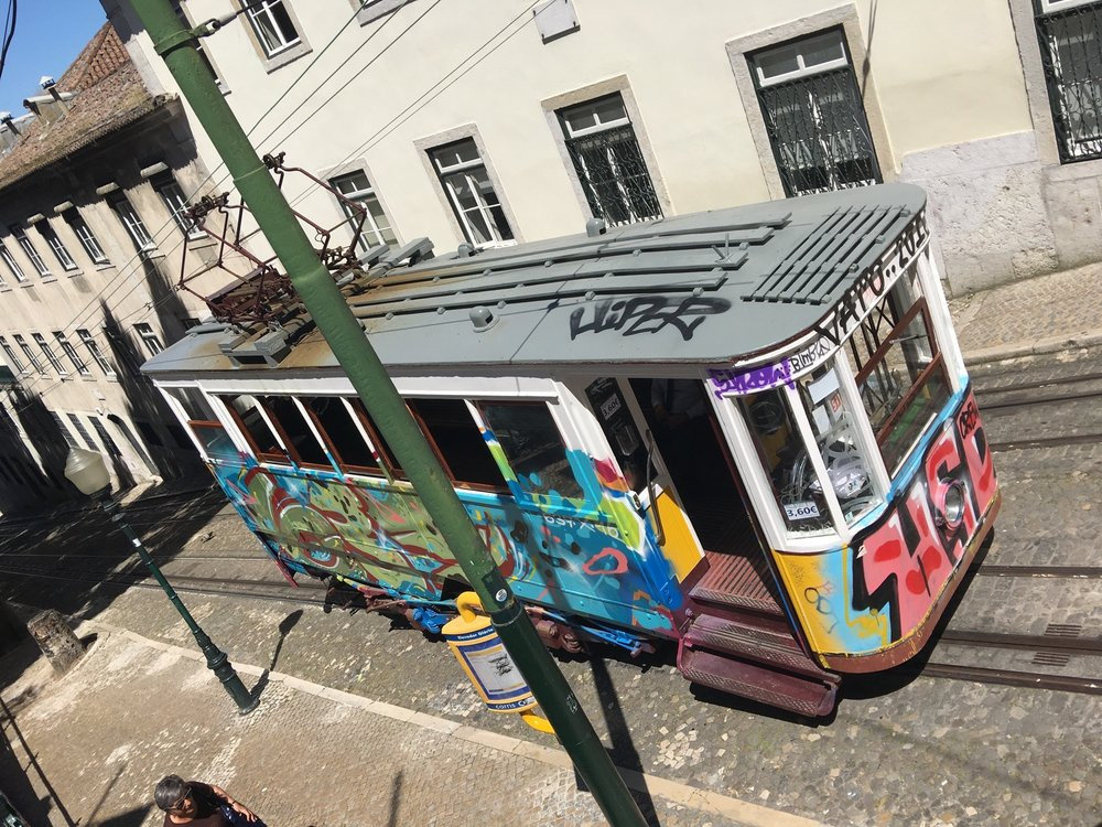 Old funicular/elevador turned into street art