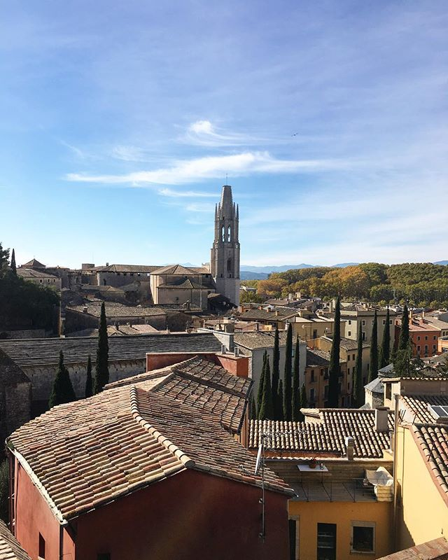 Oh my, so impressed with Girona!! Such a vibrant & wonderful city! And who knew scenes of Game Of Thrones were filmed right here? 🏰😍 #gameofthrones #spain