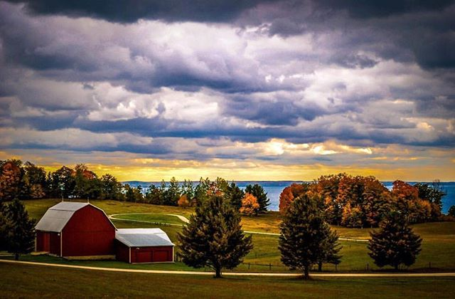 Ready or not, here comes fall. ••• Photo 📷 by: @timwaltonphotography ••• Use #michiganders or tag @michiganders to be featured! ••• #michiganders #puremichigan #michigan #michigander #greatlakesmade #mittenlove #mittenstate #summer #puremittigan #greatlakesstate  #detroit #upperpeninsula #greatlakes #liveauthentic #igersmidwest #color #beauty #water #mustbemichigan #sunrise #sunset #water #gorgeous #peaceful #nature #sunlight #upnorth #beach #lovemichigan #fall ••• @michiganders