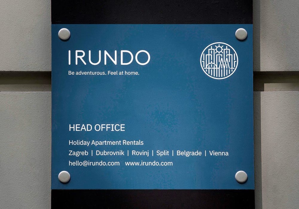 irundo_apartments_sign_2.jpg