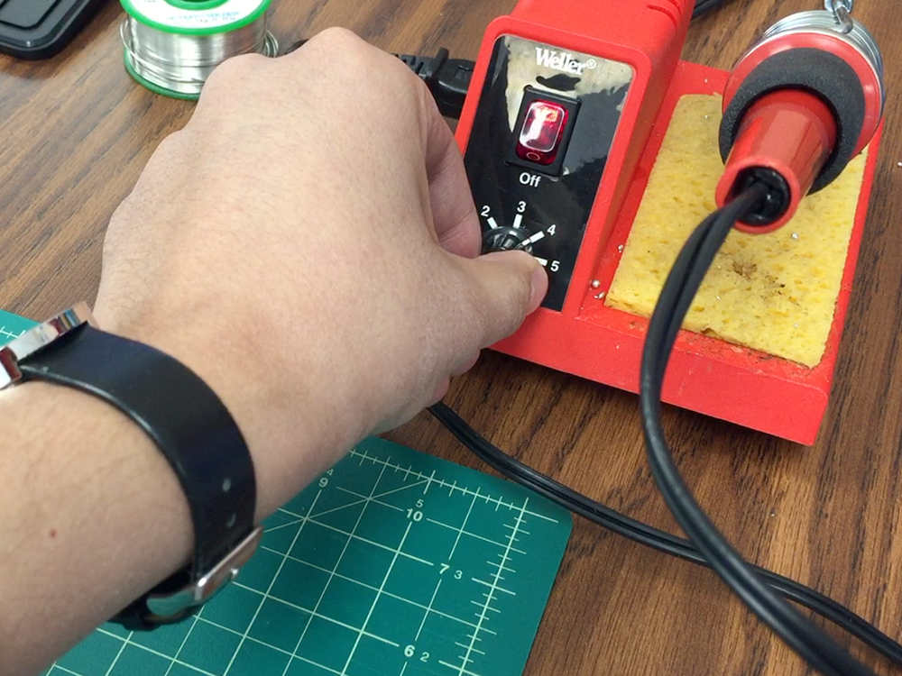 Set the soldering iron to about 280 °  C (536 ° F)
