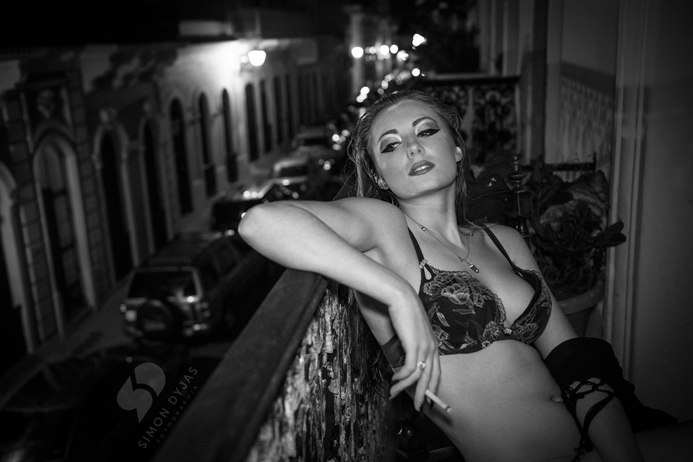 madison_smoking_bw_railing01.jpg