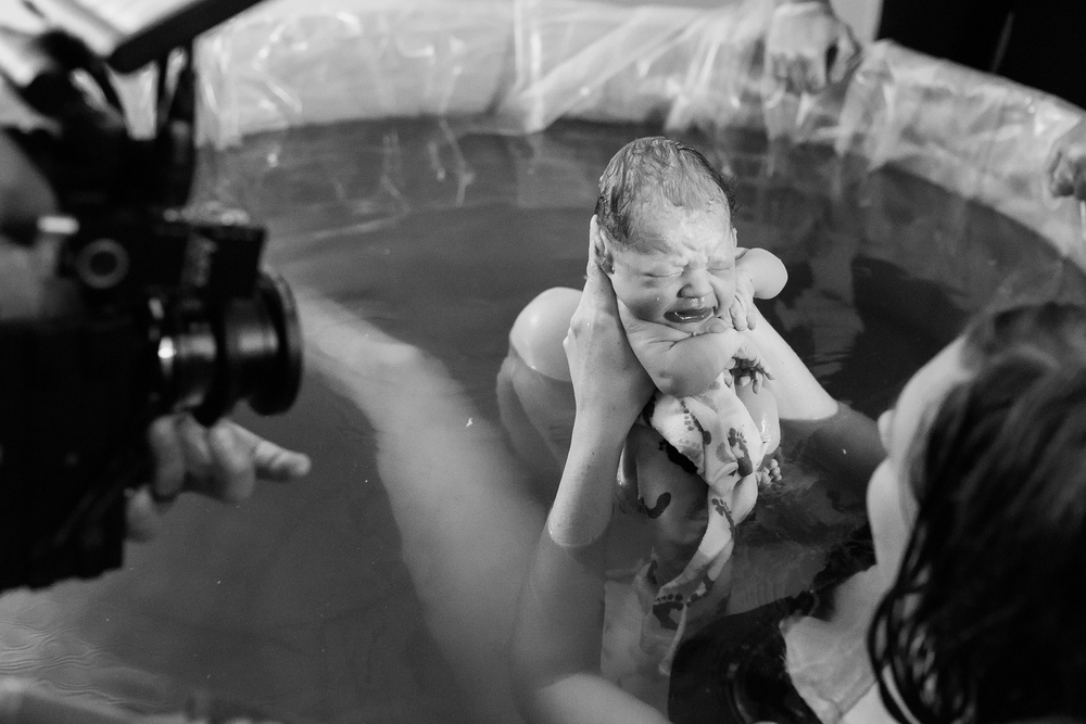 Denver-Birth-Photographer-Water-Birth-Seeing-Baby