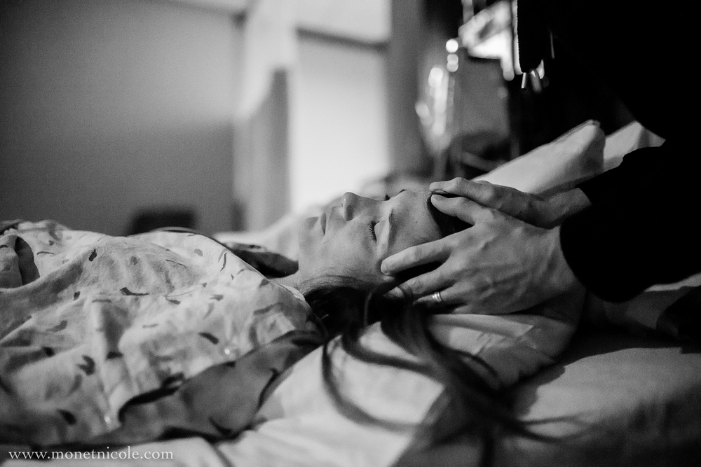 denver-birth-photography-hospital-birth-jace-rubbing-head