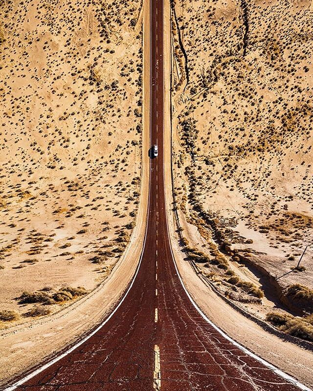 Road tripping anyone? Love this abstract, warped perspective photography by @aydinbuyuktas 🗺📷 #Roadtripping #AbstractPhotography #Flatland #Desert #LetsGo #DriveAway #LifeOfACactus #PlanetEarth