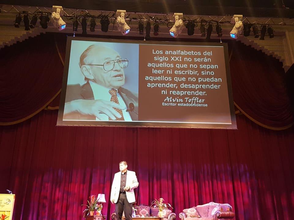 Abriendo la conferencia del Dr. Cesar Lozano Gira USA 2017. Salt Lake City, Ut -