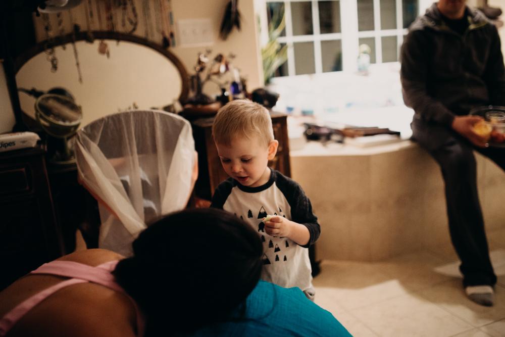 anchoragebirthphotographermossandmyrrh93.jpg
