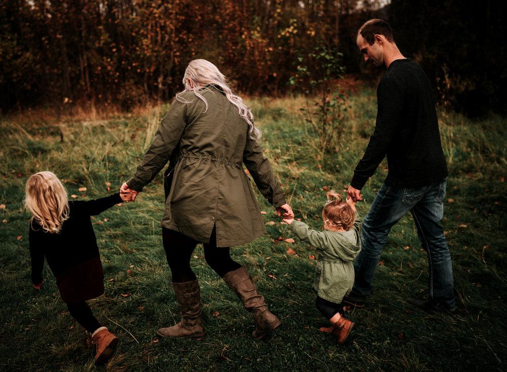 anchoragefamilyphotographerfall2018162.jpg