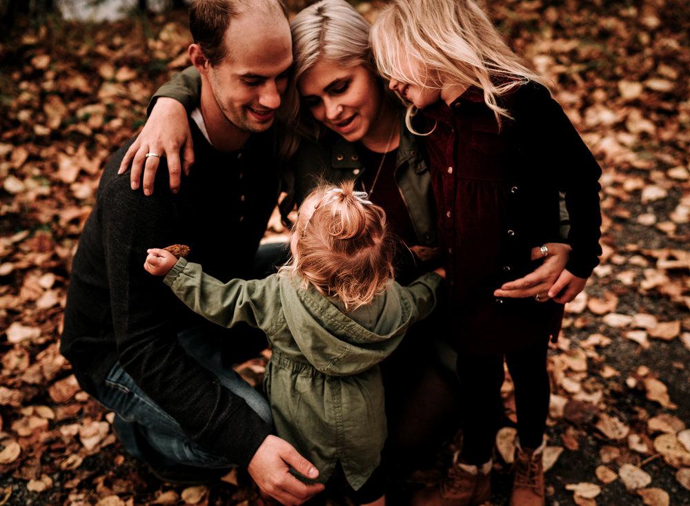 anchoragefamilyphotographerfall2018198.jpg