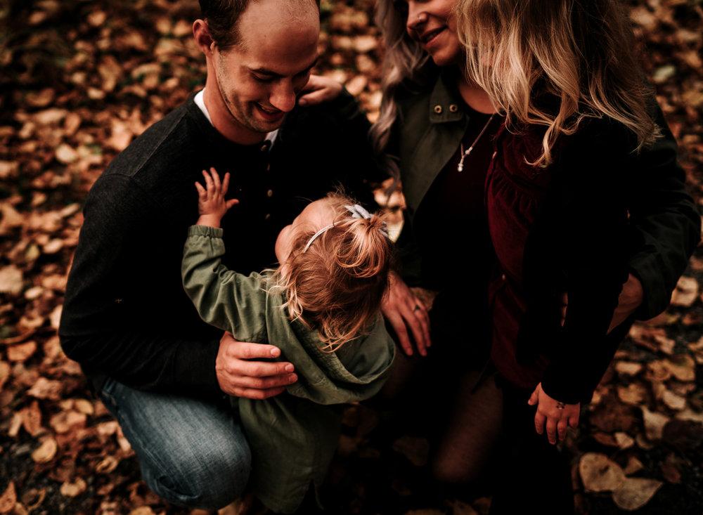 anchoragefamilyphotographerfall2018200.jpg