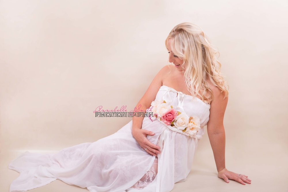 Maternity photo shoot walton on thames surrey.jpg