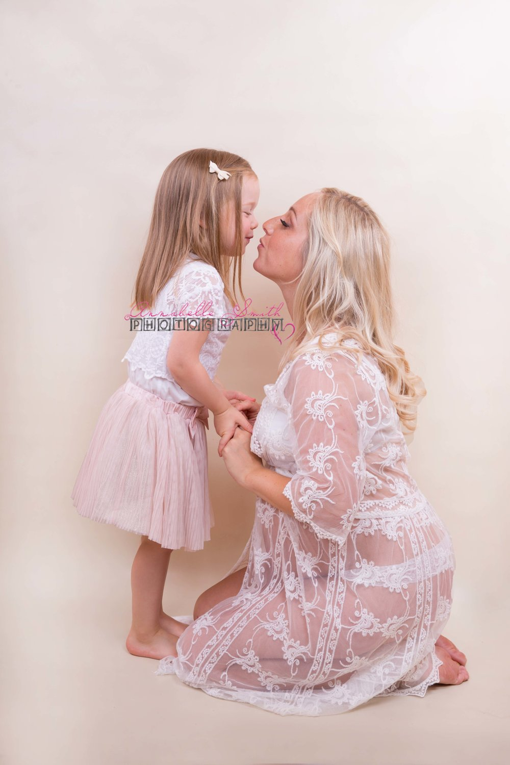 Maternity photo shoot surrey walton on thames.jpg