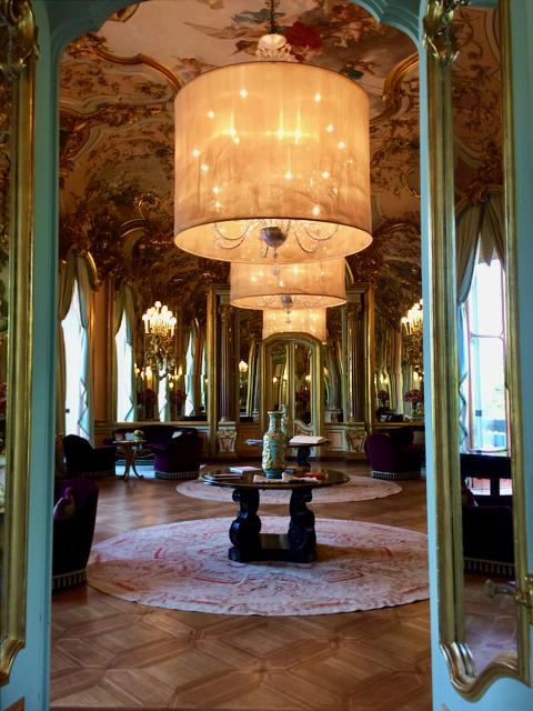 Villa Cora - The Mirror Room.png