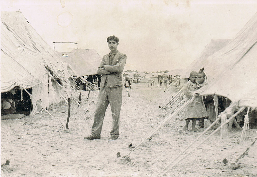 Ismail Shammout at Khan Younis Refugee Camp, Palestine, 1948.