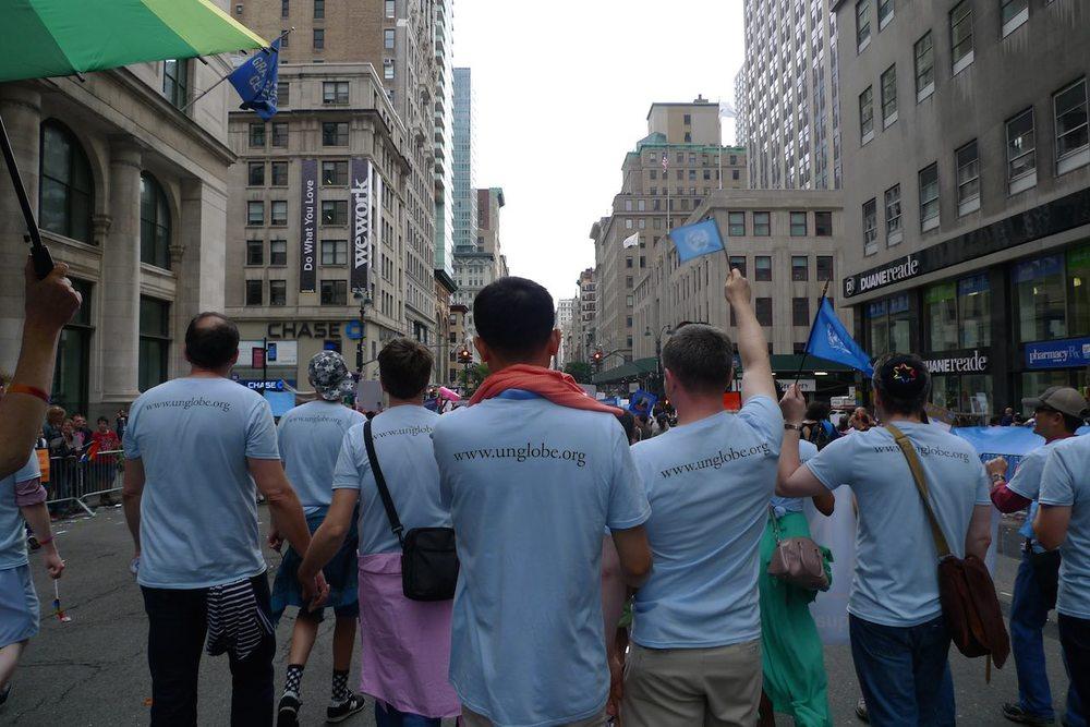 un-globe marchers 3.jpg