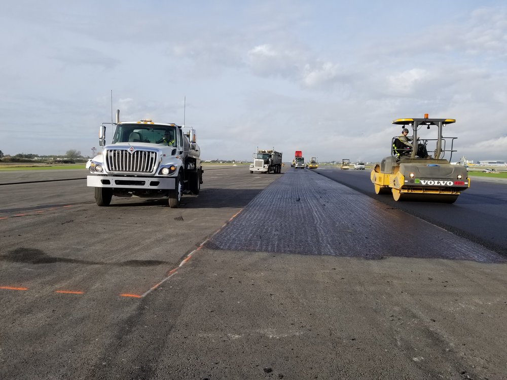 PHL Airport - Surface course placement on Taxiway S