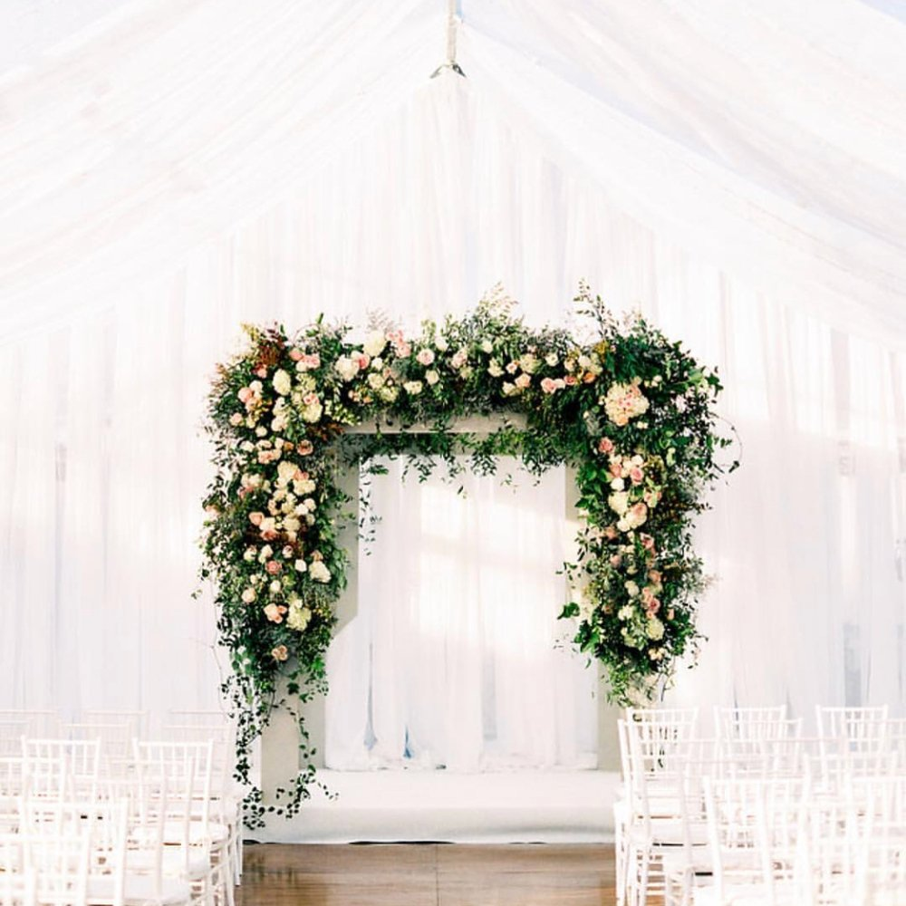 Planned by   Lovestruck Events  , Floral by   Hills & Company ,  Photo by   Jessica Blex