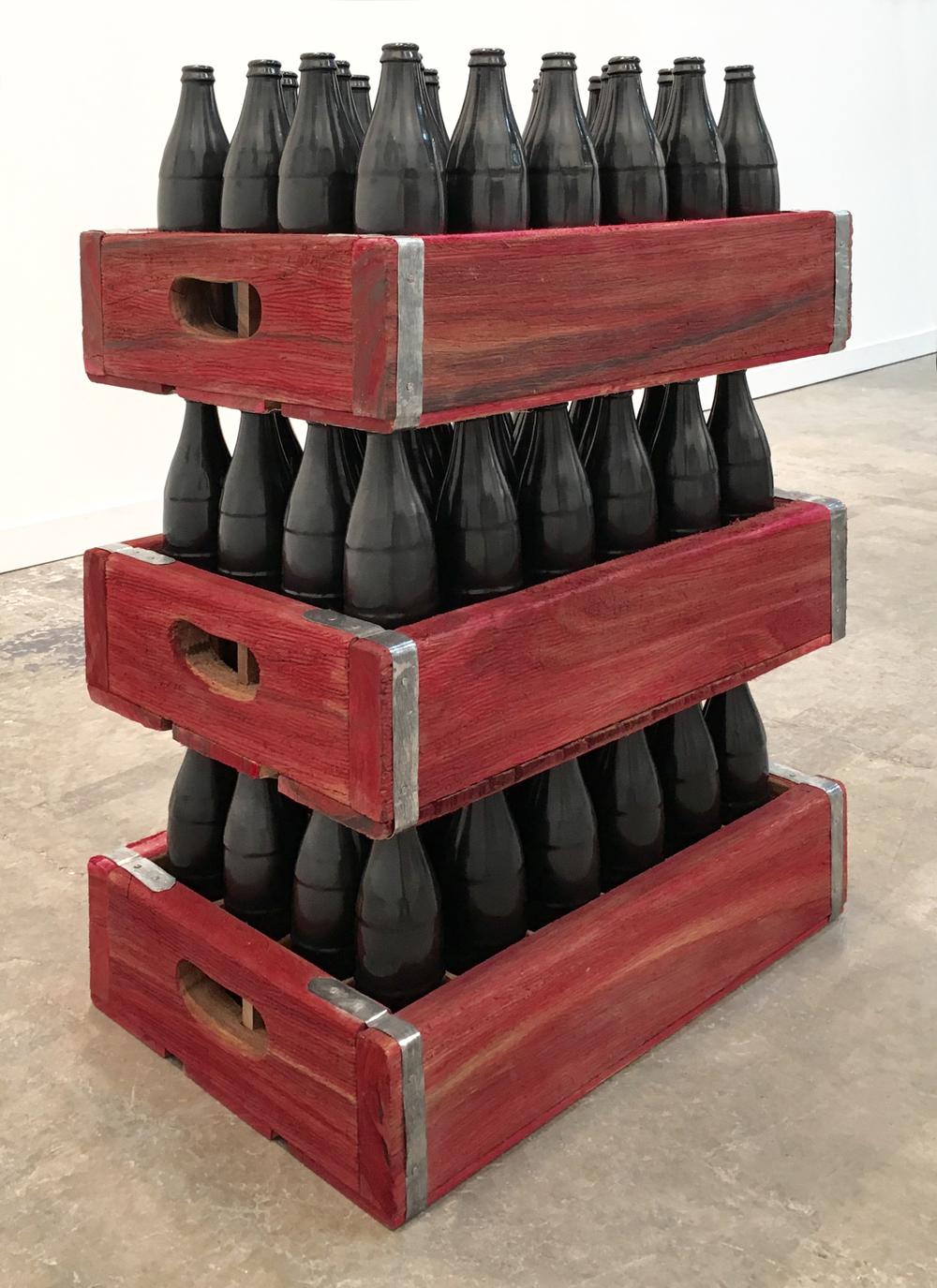 Humberto Márquez   Sincretismo de Resistencia, 1968  Barro negro, madera, metal y grana cochinilla  Zona MACO 2016