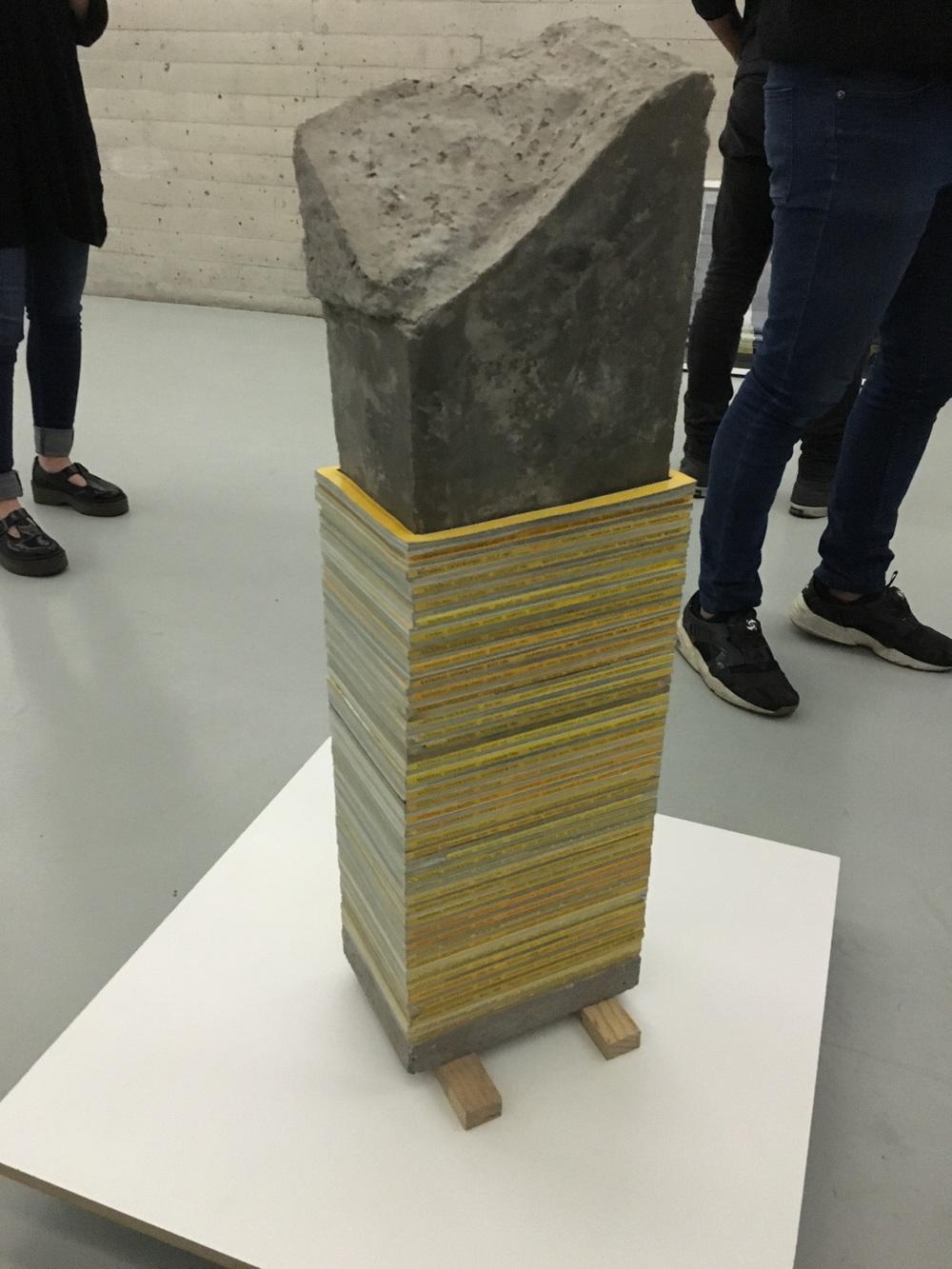 Jerónimo Reyes Retana Escultura de cemento y revista National Geographic