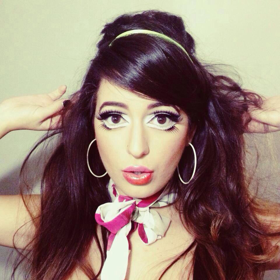 halloween-makeup-1960s-mod.jpg