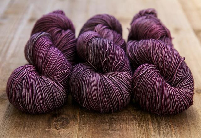 Early Spring, a favourite sometimes colourway of mine. Also, the perfect match for Bruin & Marshland.  #sweetfiberyarns #handdyedyarn #knittersofinstagram #dyersofinstagram #knitting_inspiration #yarn #yarnlove