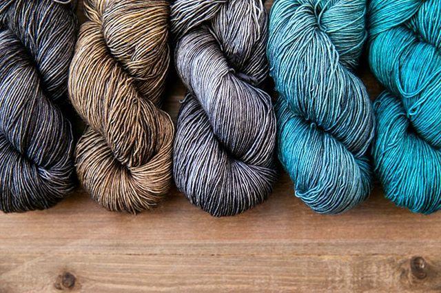 Beach house dreamin'  #sweetfiberyarns #handdyedyarn #dyersofinstagram #indiedyer #yarn #yarnlove #knitting #knittersofinstagram #knitting_inspiration