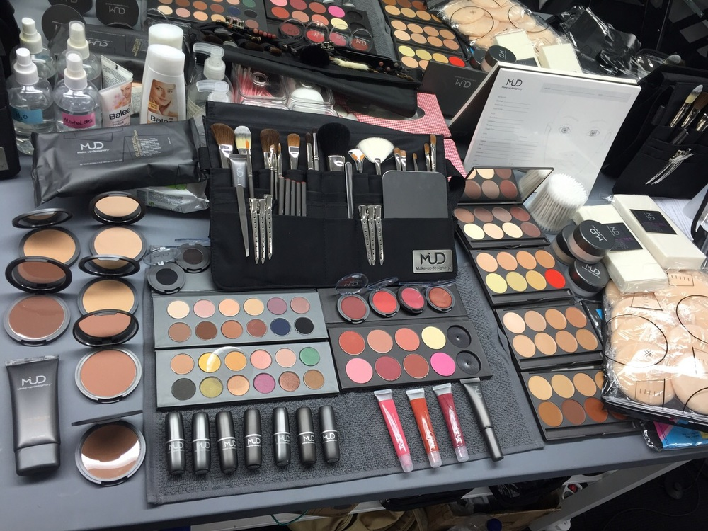 Inhalt Make-up Kit Level 2 (210h Kurs) // content make-up kit level 2 (210 h course) - its all yours!