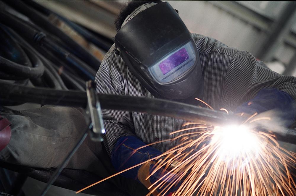 CABAL_ropeworks_web_Dave welding.jpg