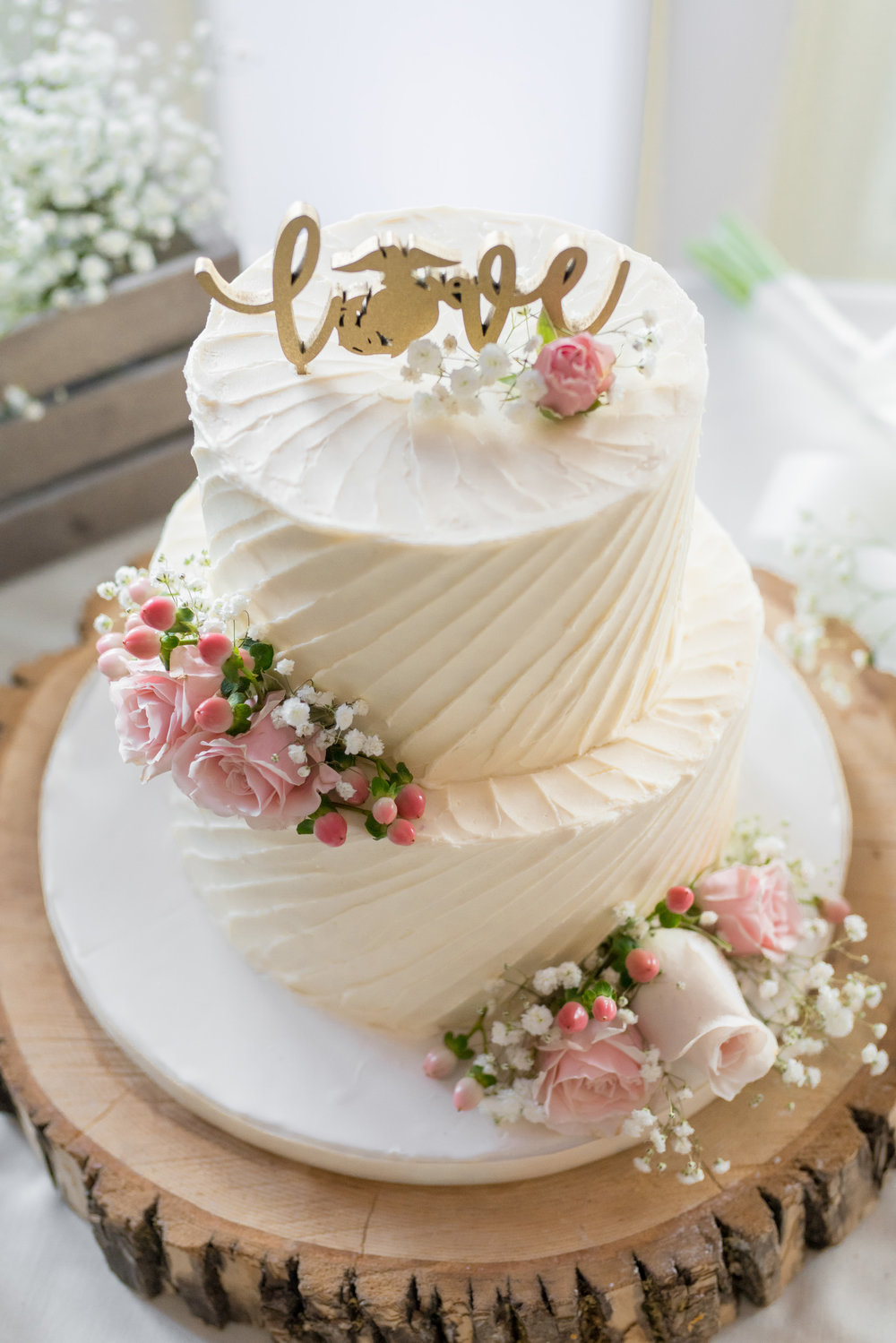 Wedding-cake-by-Gateau-in-Virginia-jessica-nazarova.jpg