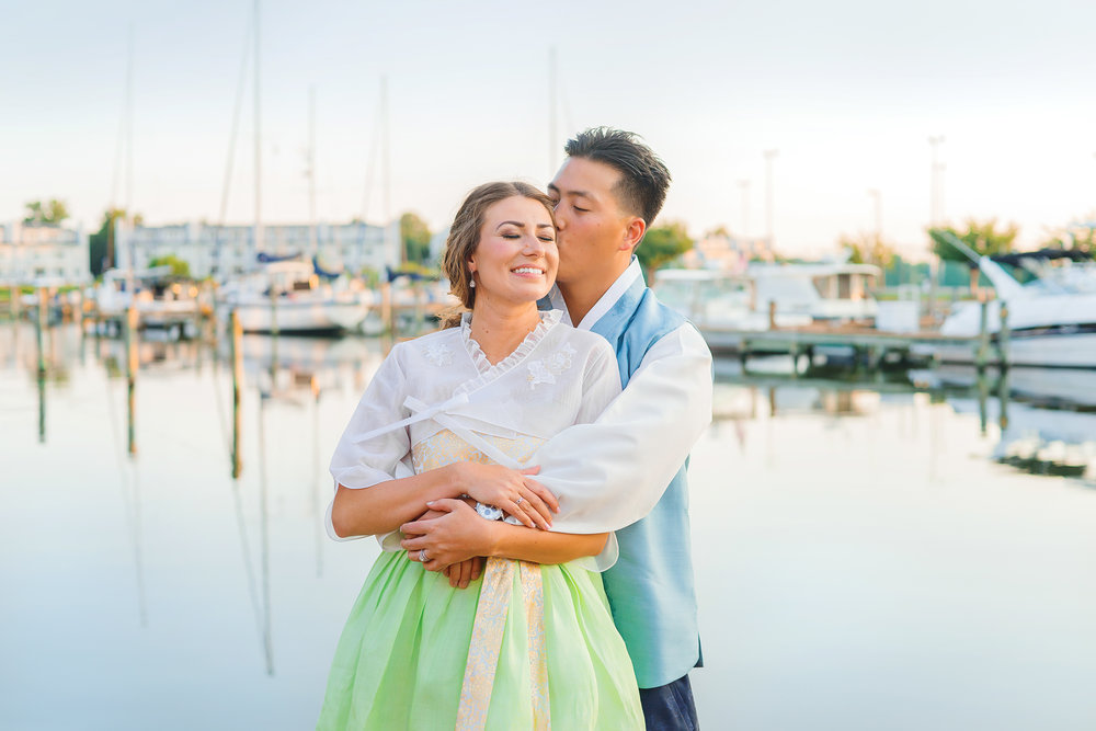 Waterfront sunset wedding in Annapolis by Jessica Nazarova