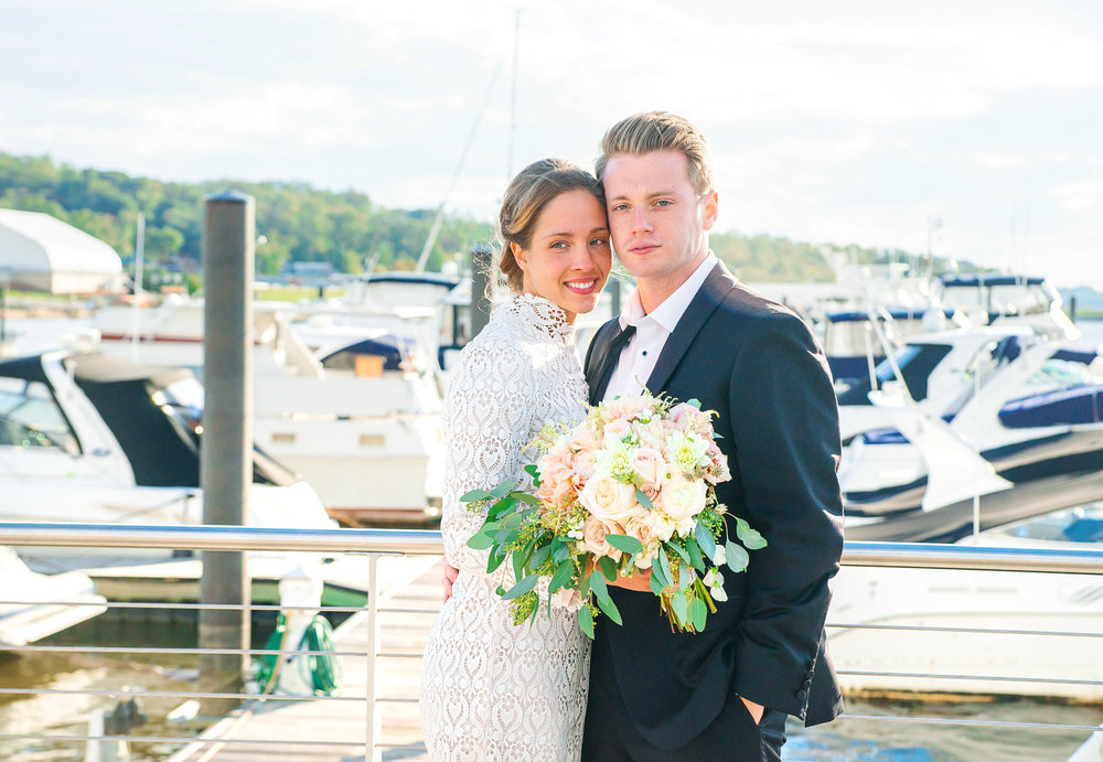 Bride and groom photos at National Harbor ferris wheel by jessica nazarova