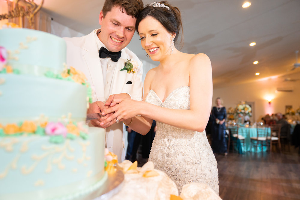 Cake cutting at Harvest House at Lost Creek Winery wedding