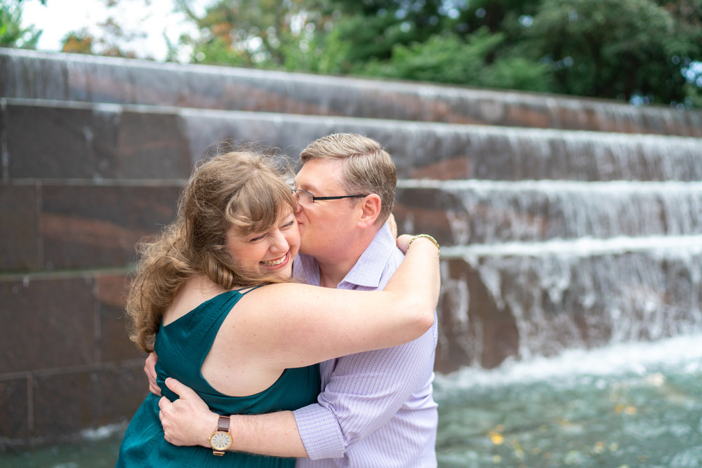 Engagement photos near the Roosevelt fountain at the Tidal Basin