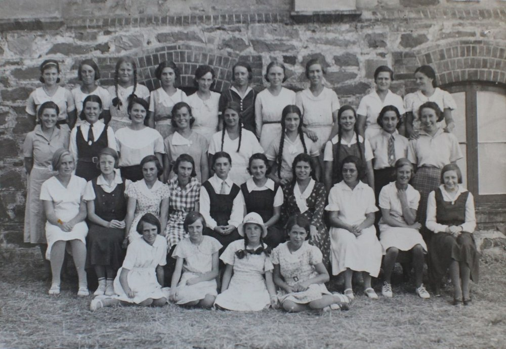 1934 girls (Medium).jpg